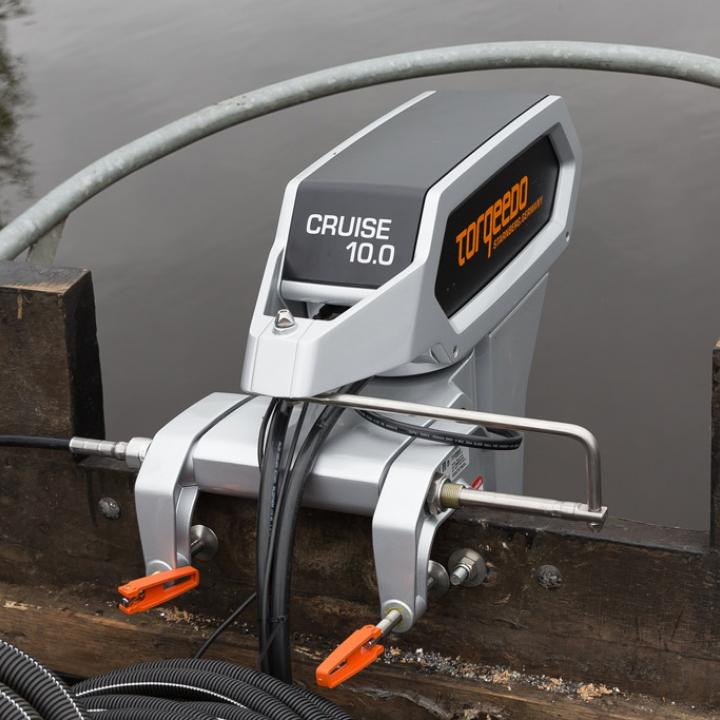 De elektromotor voor aandrijving van de rondvaartboot op waterstof