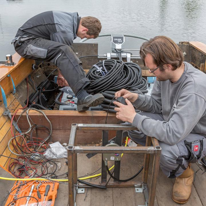 Installeren van het waterstof systeem op de rondvaartboot